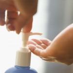 使うなコットン化粧水は手